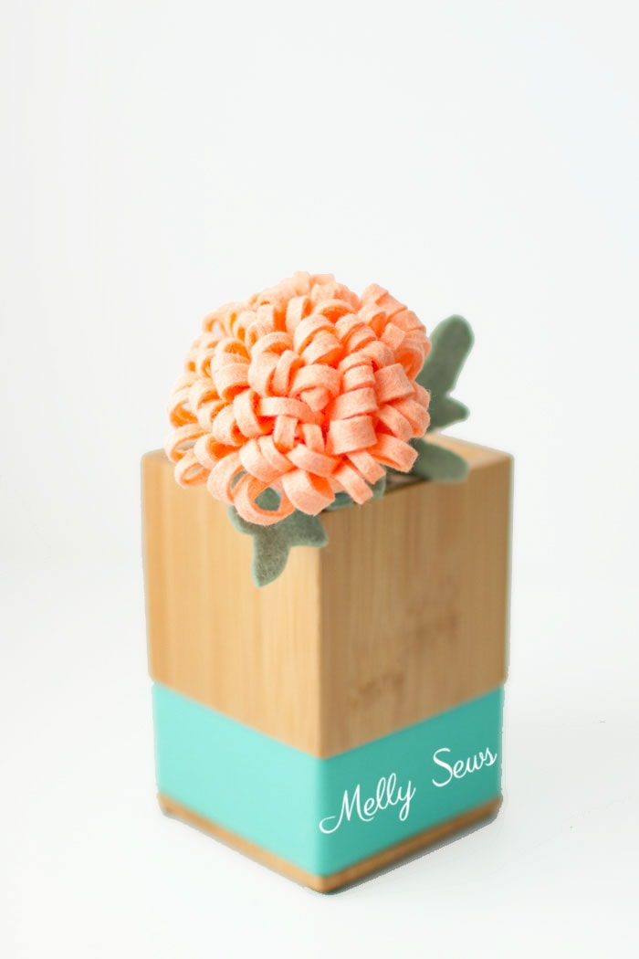 Darling! How to make a felt chrysanthemum - felt flower tutorial by Melly Sews