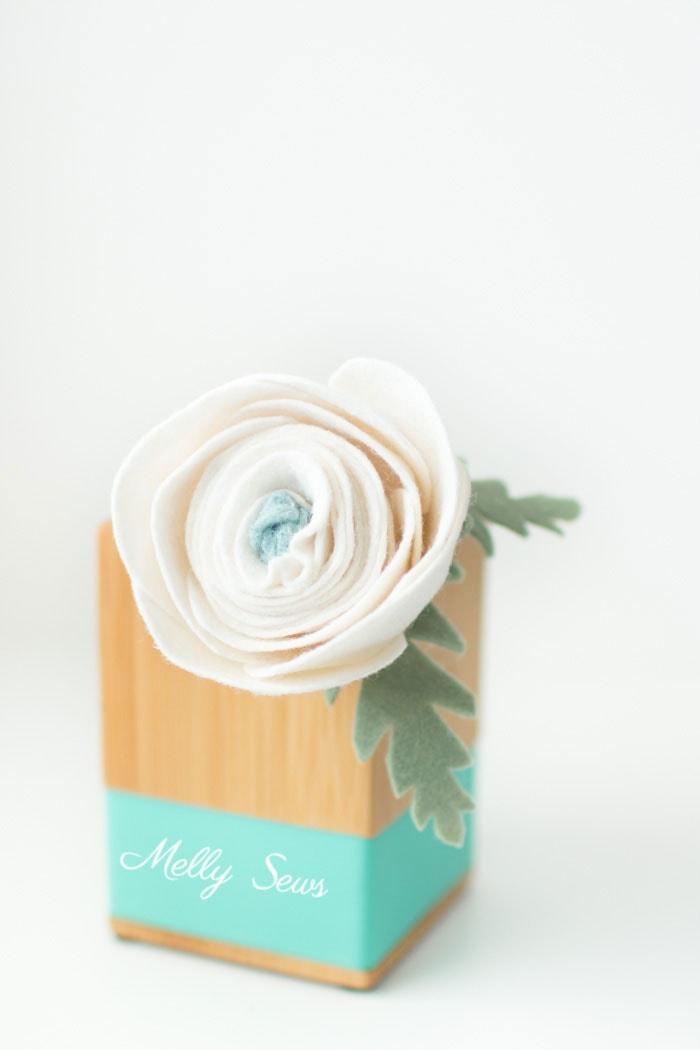 Perfect! How to make a felt chrysanthemum - felt flower tutorial by Melly Sews