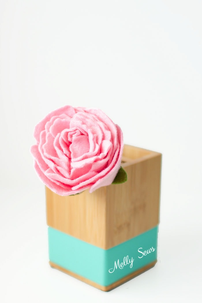 Lovely! How to make a felt peony - felt flower tutorial by Melly Sews