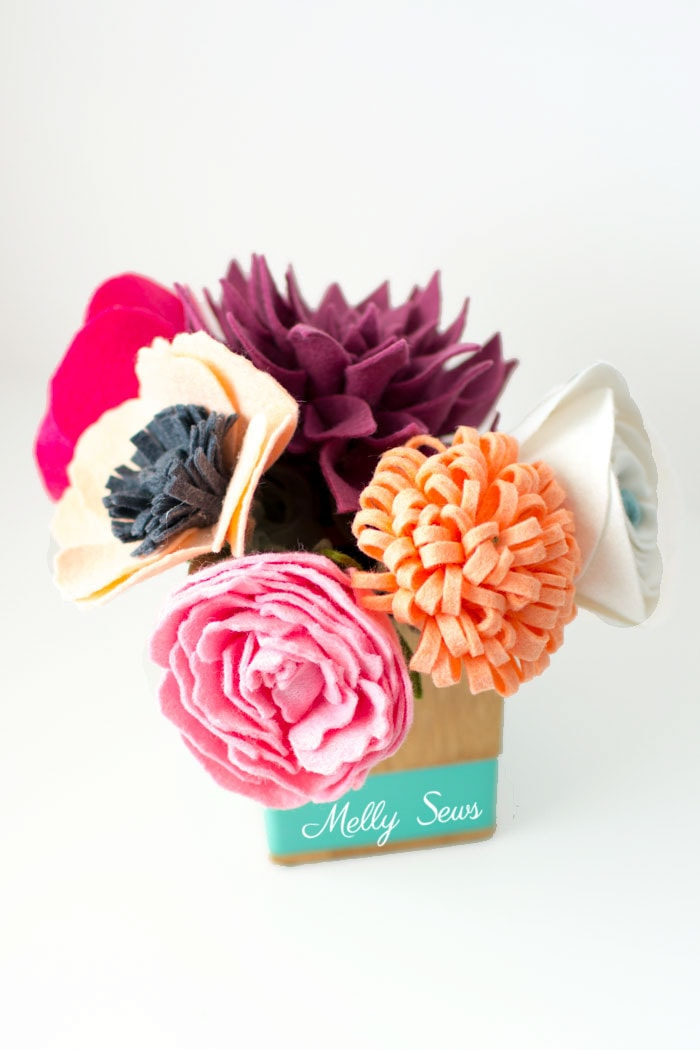 So pretty! How to make a felt bouquet - felt flower tutorial by Melly Sews