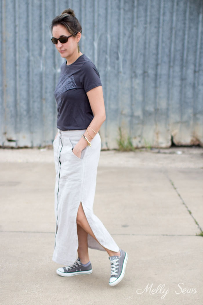 Love this casual skirt and tshirt outfit - Button Front Maxi Skirt Tutorial - Make a maxi skirt with a side slit - Melly Sews