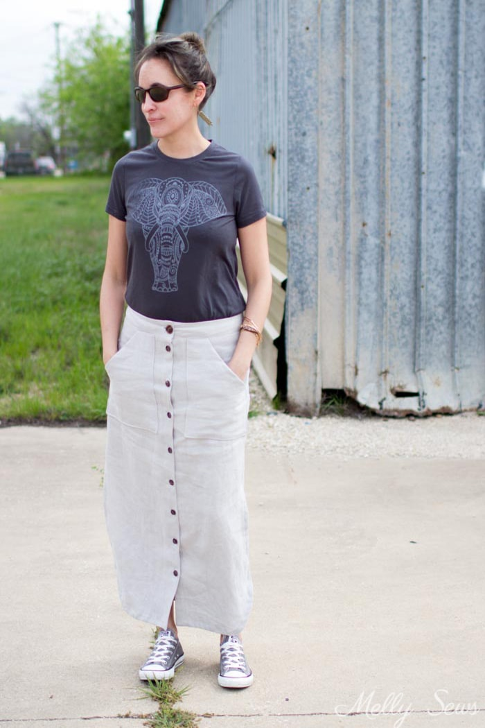 Tshirt, skirt and sneakers - Button Front Maxi Skirt Tutorial - Make a maxi skirt with a side slit - Melly Sews