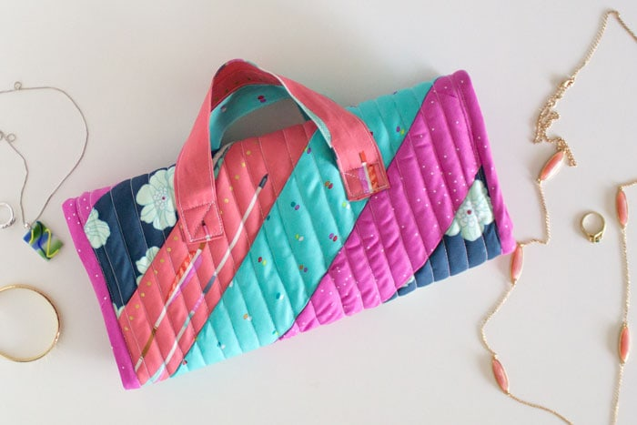 Sew a jewelry bag - learn how to quilt as you go - video instructions and tutorial by Melly Sews