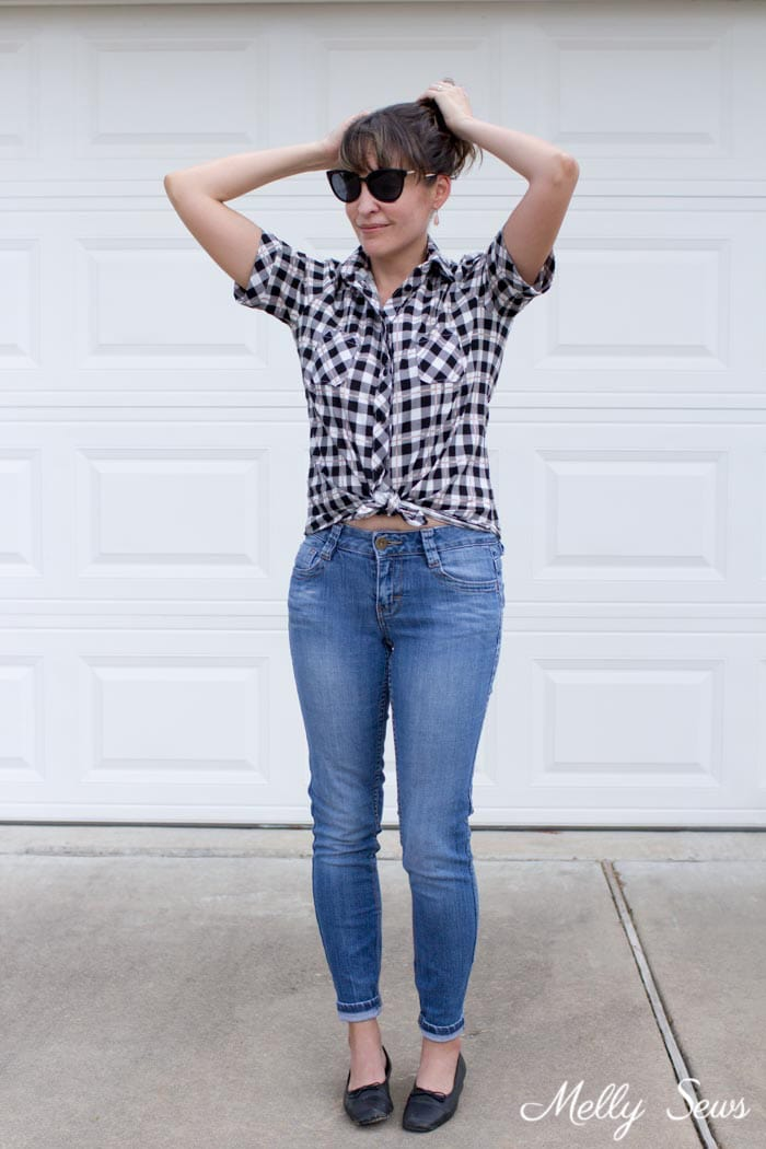 Casual outfit - button up and jeans - Novelista Shirt by Blank Slate Patterns sewn in Yes, Please rose gold plaid by Riley Blake - sewn by Melly Sews