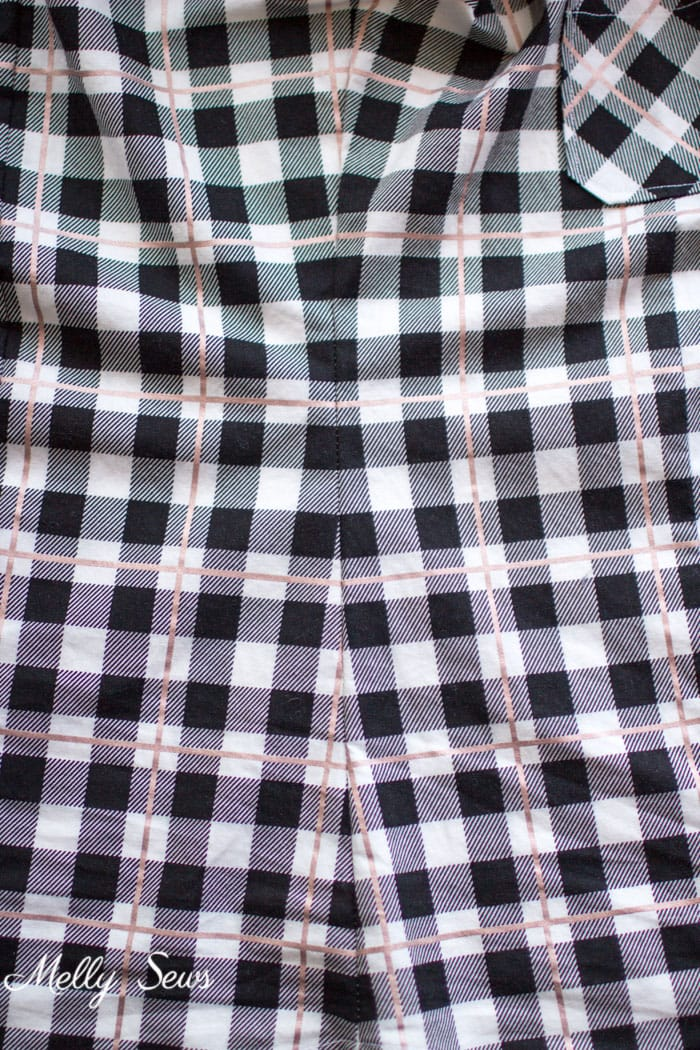 Side seam plaid matching - How to Match Prints - How to match plaids for sewing - How to Match Stripes - Tutorial by Melly Sews