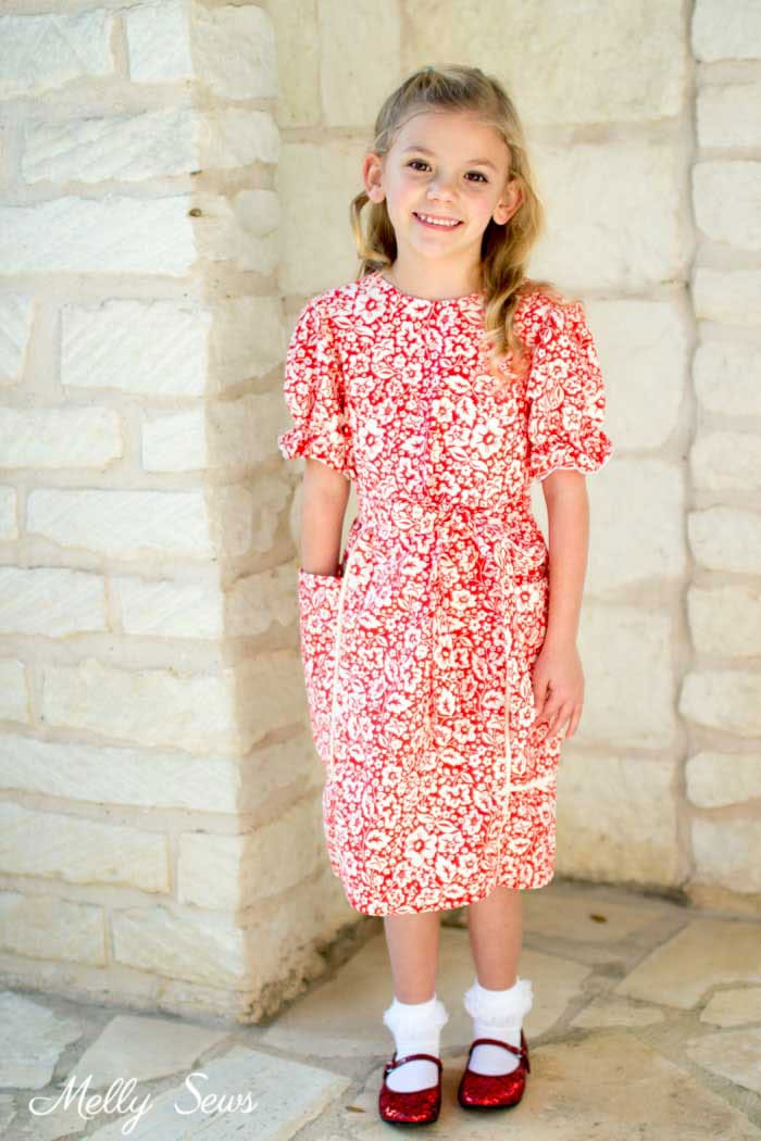 Girl's dress with pockets - Sew matching Christmas Dresses for sisters - Melly Sews