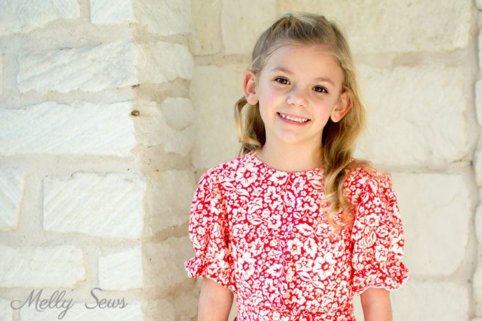Puffed Sleeves - Girl's dress with pockets - Sew matching Christmas Dresses for sisters - Melly Sews