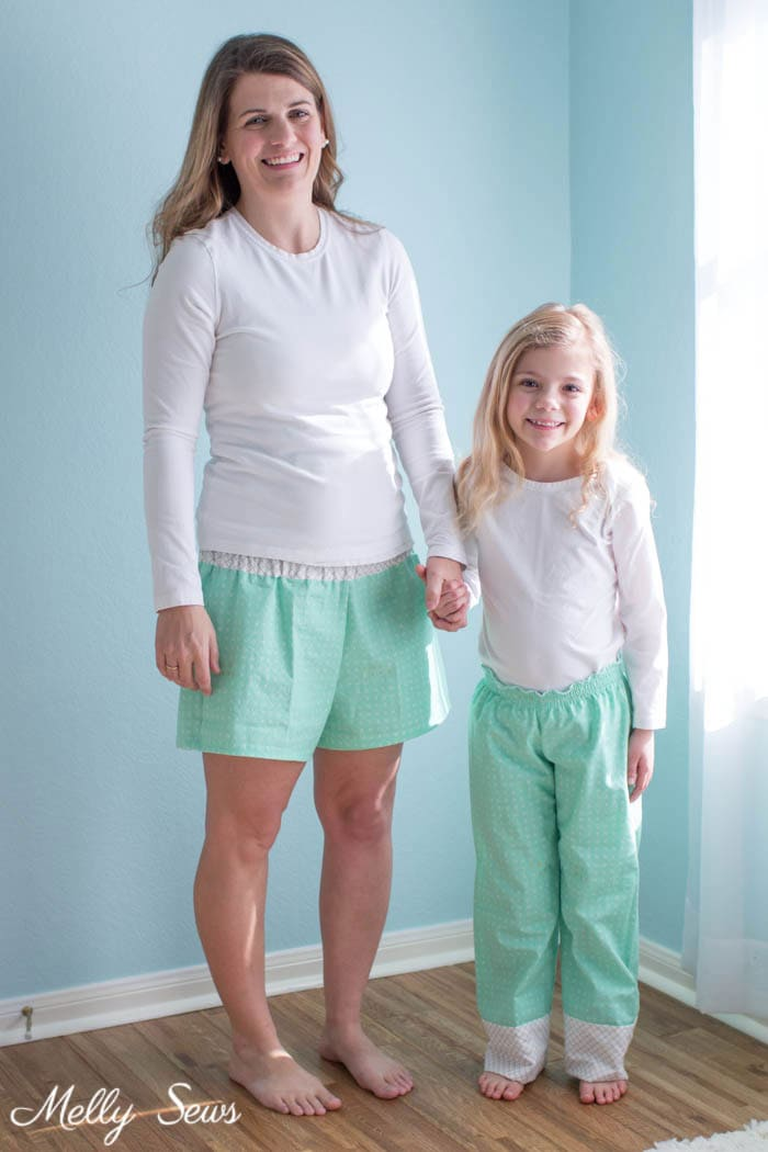 Mama and kid matching - How to sew a shirred waist - use elastic thread to sew pajamas waistband - Mommy & Me pajamas by Melly Sews