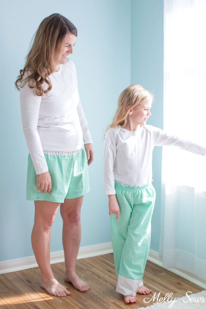 Mom and daughter matching - How to sew a shirred waist - use elastic thread to sew pajamas waistband - Mommy & Me pajamas by Melly Sews