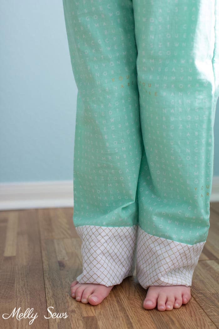 DIY Pajamas - How to sew a shirred waist - use elastic thread to sew pajamas waistband - Mommy & Me pajamas by Melly Sews