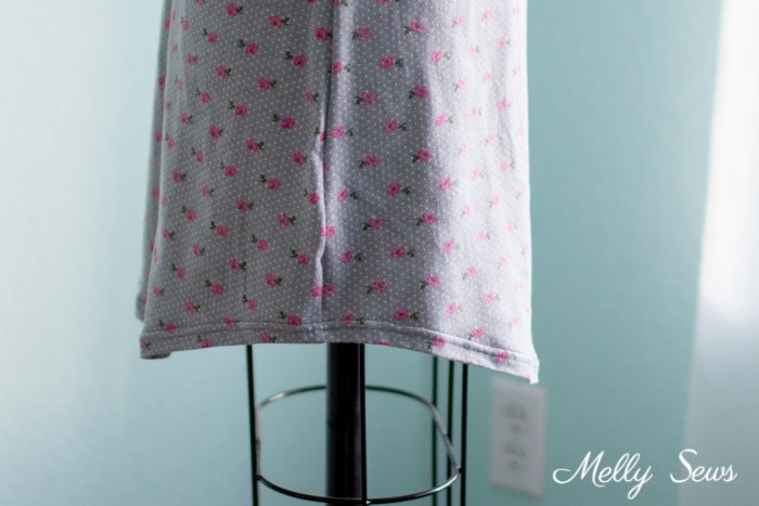 Curved hem -Sew a Sleep Shirt - DIY Nightgown with this tutorial and free pattern from Melly Sews