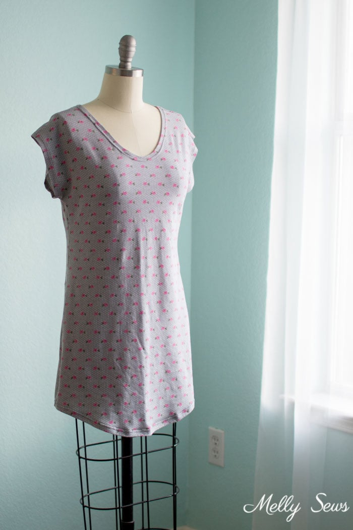 Could be a t-shirt dress too! Sew a Sleep Shirt - DIY Nightgown with this tutorial and free pattern from Melly Sews