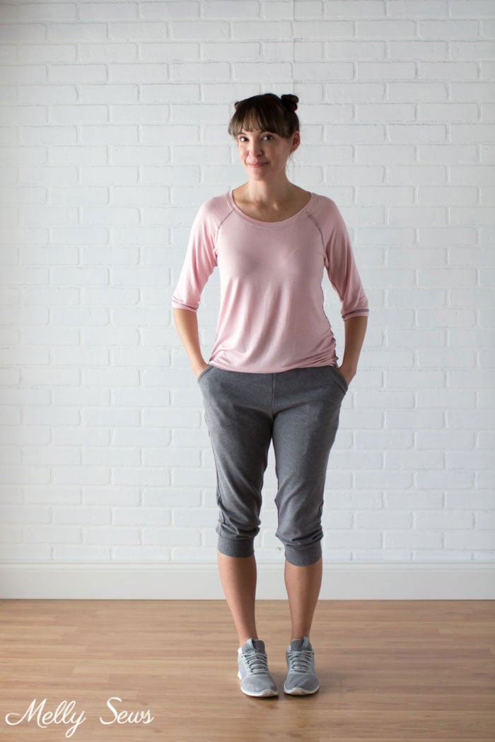 Cute gym outfit - Rivage Raglan and Skye Joggers by Blank Slate Patterns - How to Sew a Flatlock Stitch on your Serger or Overlocker - Flatlock Hem with Serger - Melly Sews