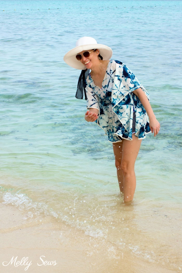 Beach outfit - Make a beach cover up - Easy and cute DIY tutorial - sew a swimsuit cover - Melly Sews