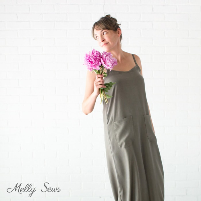 Casual summer style dress - Sew a simple maxi dress - perfect for summer - DIY tutorial by Melly Sews