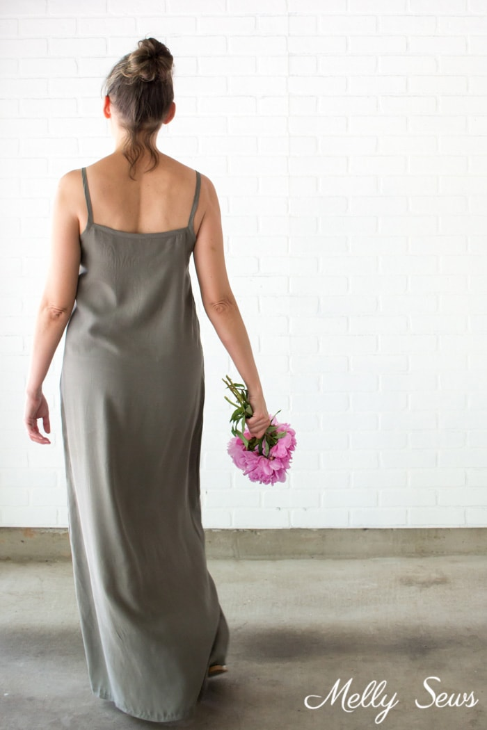 Back view - Sew a simple maxi dress - perfect for summer - DIY tutorial by Melly Sews
