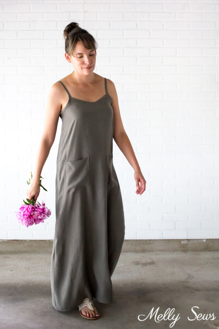 Maxi sundress - Sew a simple maxi dress - perfect for summer - DIY tutorial by Melly Sews