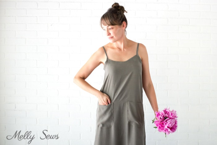 Pockets are a must! - Sew a simple maxi dress - perfect for summer - DIY tutorial by Melly Sews