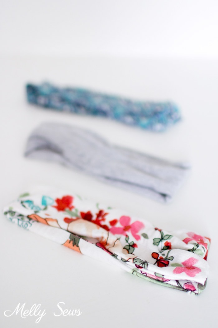 I could sew up a bunch of these! How to make a headband - sew workout hair bands with this easy tutorial - Melly Sews