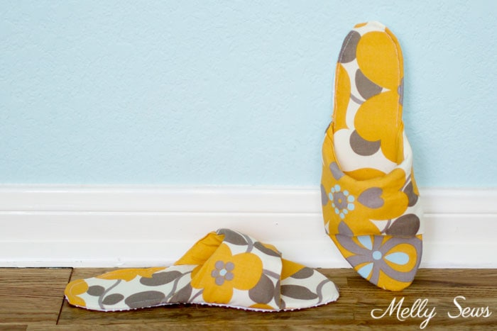 Cute slippers! How to sew DIY slippers - sew house shoes - make slides with this tutorial by Melly Sews