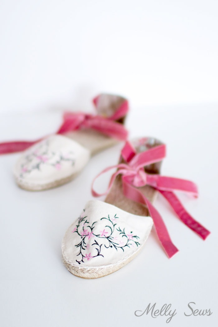 Ankle strap espadrilles with embroidery - DIY Espadrilles - Make your own shoes - Melly Sews