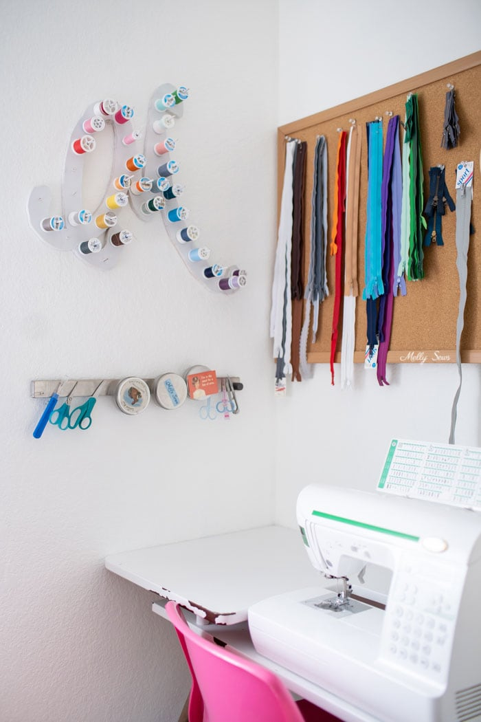 Sewing machine corner - Tour my sewing studio - craft room ideas for organization - Melly Sews