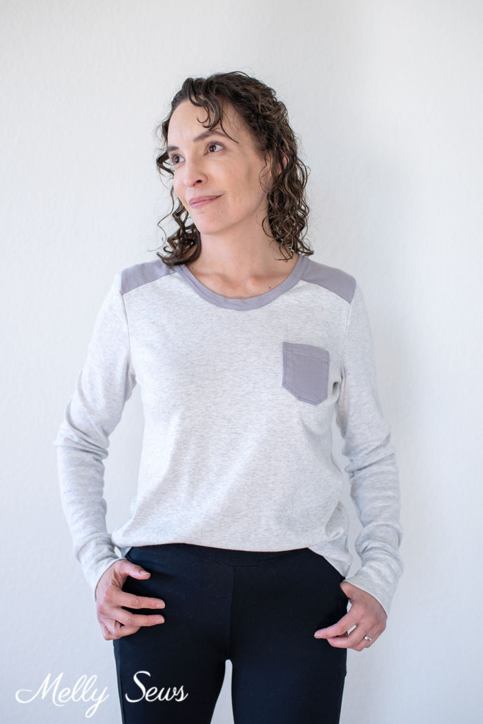Basic t-shirt with great details - How to Sew a Contrast Shoulder - T-shirt Hack by Melly Sews