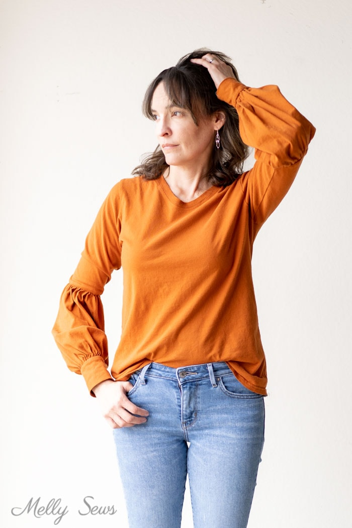 Dressy long sleeve t-shirt - How to sew a lantern sleeve -bishop sleeve variation sleeve hack you can do on any shirt - Melly Sews