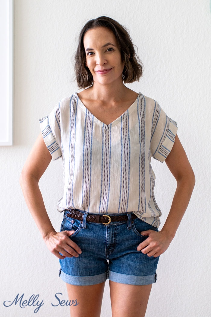 Woven t-shirt outfit - Sew a neckline - DIY tutorial for a neck facing finish - Melly Sews