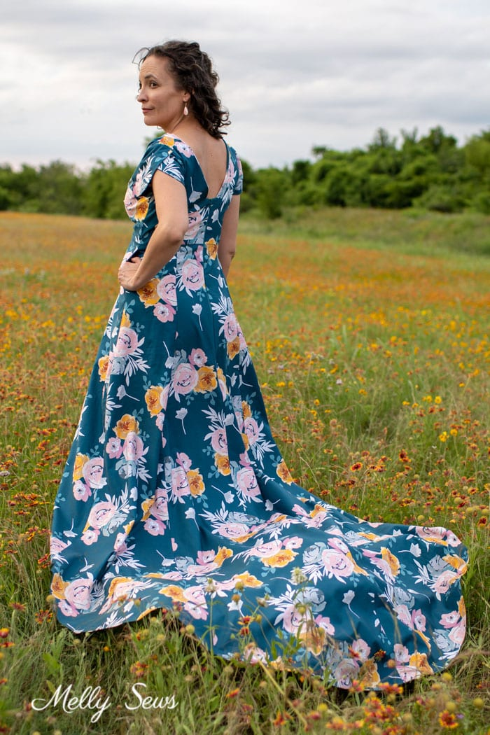 Floral print dress - stunning! Projects sewn with Blooms and Bobbins fabric by Melissa Mora for Riley Blake Designs
