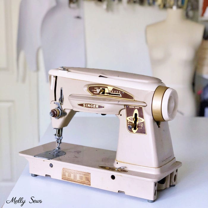 Vintage sewing machine, copyright Melly Sews, all rights reserved.