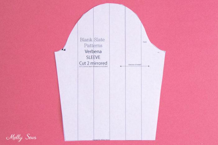 Patrón de manga con líneas dibujadas para cambiar la manga a una manga abullonada con dobladillo con bandas